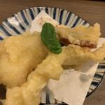 玄海の活魚と糸島直送の食 博多居酒屋 どげん海 - イカと糸島野菜の天ぷら
