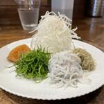 創作麺工房 鳴龍 - 「梅塩拉麺」1150円の薬味