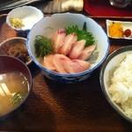 魚玉 - ぶりの刺身定食