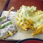 四代目横井製麺所 - ナスオクラ天+かき揚げ天