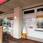 フルーツハウス アマヌマヤ - 隣りのテイクアウトブースとさらに隣りの果物店