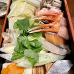 Nishiya - 魚介類は1切れずつ。美々卯と違い野菜は下茹でしてません。