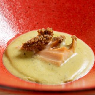 旬の新鮮食材を贅沢に使用した『おまかせコース』。