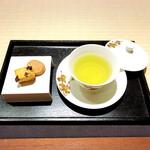 アールモンゼンキョウト - ウェルカムドリンクは煎茶をチョイス
