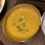 インディアン ラソイ - 野菜カレーソースのようなのもラソイビリヤニには付きます。