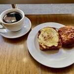Crossroad bakery - ボロネーゼとドフィノワのタルティーヌ、パンオショコラ&ブレンドコーヒー