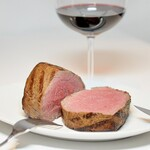多良間牛 ダグズ・グリル - 料理写真:ダグお勧めの多良間牛塊肉!