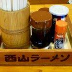 美春 - 卓上調味料(醤油、コショウ、一味唐辛子)