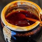 春日亭 - 辛辣痲れる具材入りの辣油かな。今回は不使用でした。