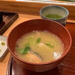 ひょうたん寿司 - 料理写真:身がたっぷりあら味噌汁