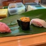 ひょうたん寿司 - イクラはこぼれるくらいも