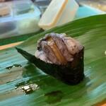ひょうたん寿司 - 〆のアワビは動いていた