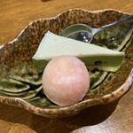 握りと串天ぷら 六 - 日替わりランチ デザート ♪  求肥に包まれた まん丸アイス