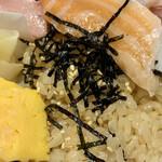握りと串天ぷら 六 - 赤酢のシャリ