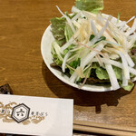 握りと串天ぷら 六 - 日替わりランチ サラダ