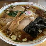 ni るい斗 - 料理写真:味玉生姜醤油ラーメン 880円