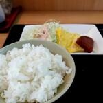 いちぎん食堂 - やわらかご飯にミニサイズのポーク玉子、サラダ付き。