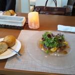14383622 - 前菜&パン(おかわりもありました!) マグロと焼きナスなどの新鮮野菜、そして見た目より柔らかく素朴なパン。どちらもとても美味しかったです。