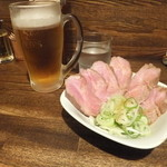 燦燦斗 - 生ビールとチャーシュー