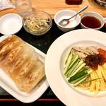 143834386 - 冷麺+餃子 1000円