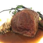 レストランパフューム - メインの肉料理 ジビエ レアで大きい