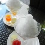 ブルー・ブリック・ラウンジ - 四代目徳次郎 日光天然氷のかき氷とちおとめとマンゴー 各735円