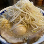 ラーメン 大 - 塩らーめん並(720円)+玉ねぎ(100円)+味付卵(100円)、ニンニクコール