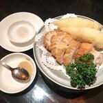 Kantonryouriminsei - 名物のイカの天ぷら・フグの天ぷら