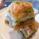 Stella Dining&Bar - Baklava(バクラワ(3個))「ピスタチオとシロップがきいた一口サイズのパイ。」(Turkish pistachio pie) ※メニュー表記通り
