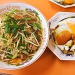 白龍 - モツラーメンと焼豚玉子飯のセット