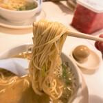 博多・薬院 八ちゃんラーメン - 博多・薬院 八ちゃんラーメン@新横浜ラーメン博物館店 ラーメン・ミニ 麺リフト 2020年12月
