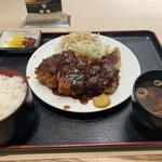 とんかつ荘 フジマル -    トンカツ定食980円