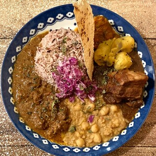 スパイスカレー モクロミ - 料理写真:3種盛り(ポーク・豆・ネパール山椒ラムキーマ)