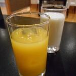 143868337 - オレンジジュース&牛乳