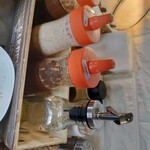 レストラン 祭太鼓 - 料理写真:卓上の調味料たち