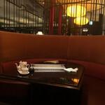 Kantonryouriminsei - 半個室のテーブル席へ
