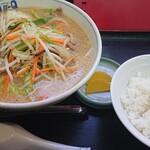 Aji-Q - 肉野菜ラーメン定食(餃子の写真なし)。
