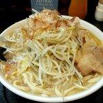 自家製太麺 ドカ盛 マッチョ - ラーメン中(麺315g)、野菜マシ
