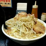 自家製太麺 ドカ盛 マッチョ - ラーメン中(麺315g)、スープ塩、ニンニクなし、野菜マシ、背脂普通、魚粉普通 税込730円