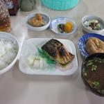 飯田食堂 - 料理写真:塩サバ定食 600円