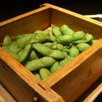 鍛冶屋 文蔵 - せいろで出る枝豆