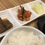 キッチン カクレミノ家 - セット[こんにゃく・キムチ・白菜]白ごはん