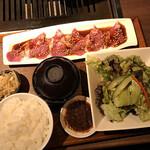 焼肉とワイン 醍醐 - 北海道産五元豚ランチ(税込み1100えn)