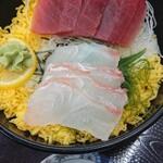 浜っこ食堂 - 料理写真:まぐろと地魚の日替わり丼