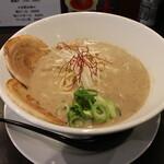 麺屋28 - ラーメン(800円、斜め上から)