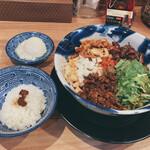 143919386 - 担々麺と温玉セット