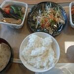 おふくろ亭 - 御飯と味噌汁逆だ…カフェテリア方式でチョイス