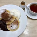 幸せのパンケーキ - ティラミスパンケーキ ホットティー