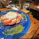 Goodspoon pizzeria&cheese - 自家製ブッラータのカプレーゼ@1280円