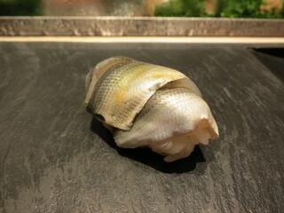 鮨 魯山 新宿店 - 新子